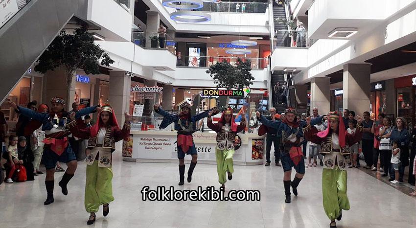 halk oyunları grubu gösteri etkinliği
